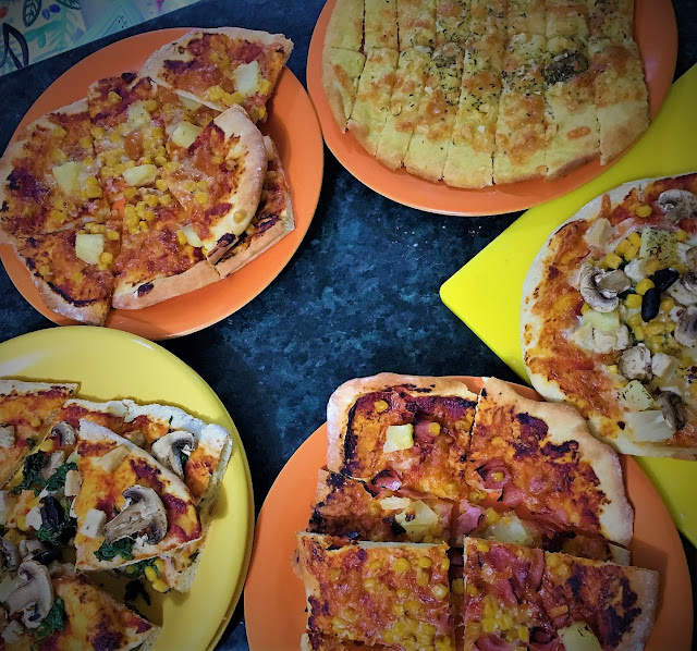 Cooking with the boys: Homemade Pizza