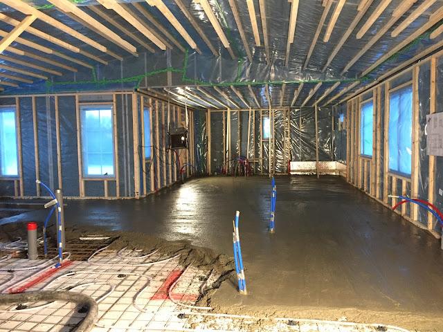 lattia liipattu, lattian liippaaminen, lattian valaminen talvella, jukkatalo, lattiavalu