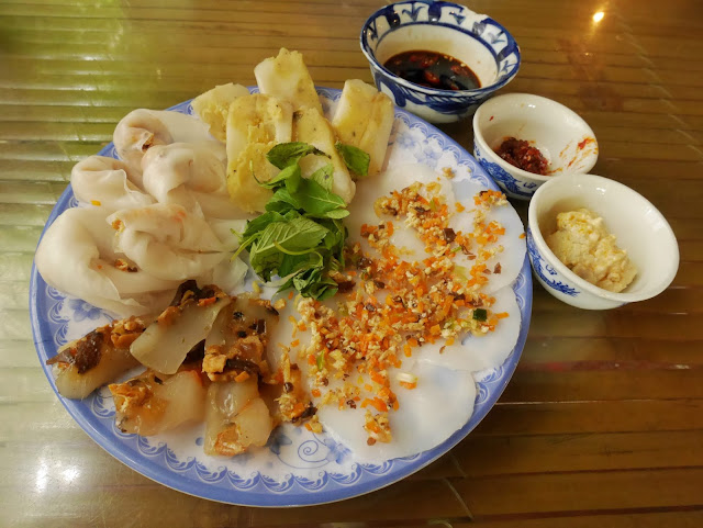 Vetgetarian rice cake with many topping at Lien Hoa, Hue