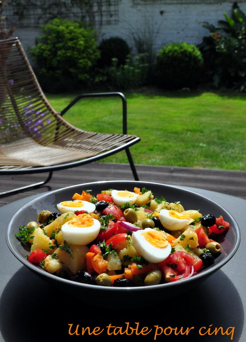 une table pour cinq salade de pommes de terre improvis e. Black Bedroom Furniture Sets. Home Design Ideas