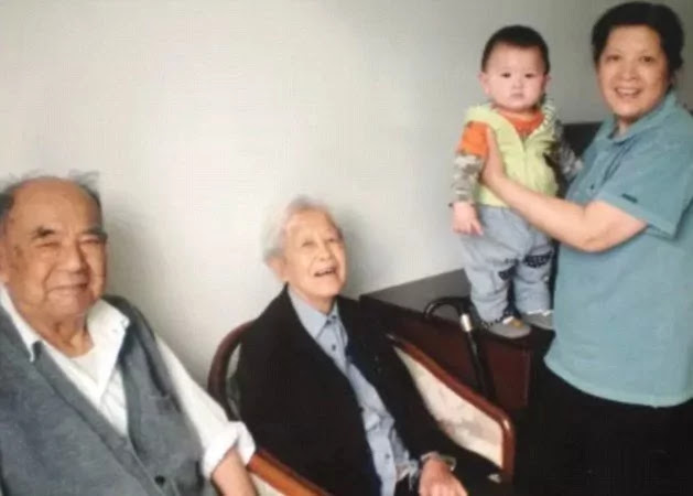 Dying 92-Year-Old Granted His Only Wish: To Hold Wife's Hand As He Passes