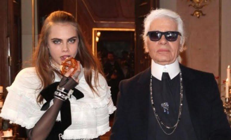"""Cara Delevingne: """"smettete di criticare il defunto Karl Lagerfeld""""."""