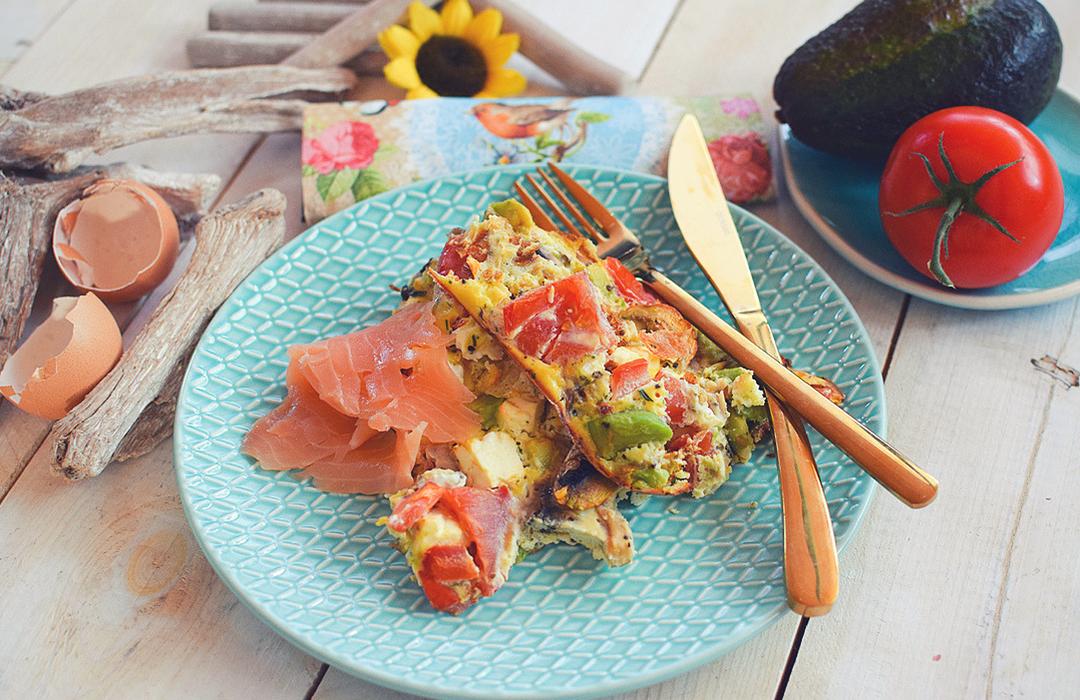 Gesundes Rezept für ein schnelles Essen mit Avocado und Ei