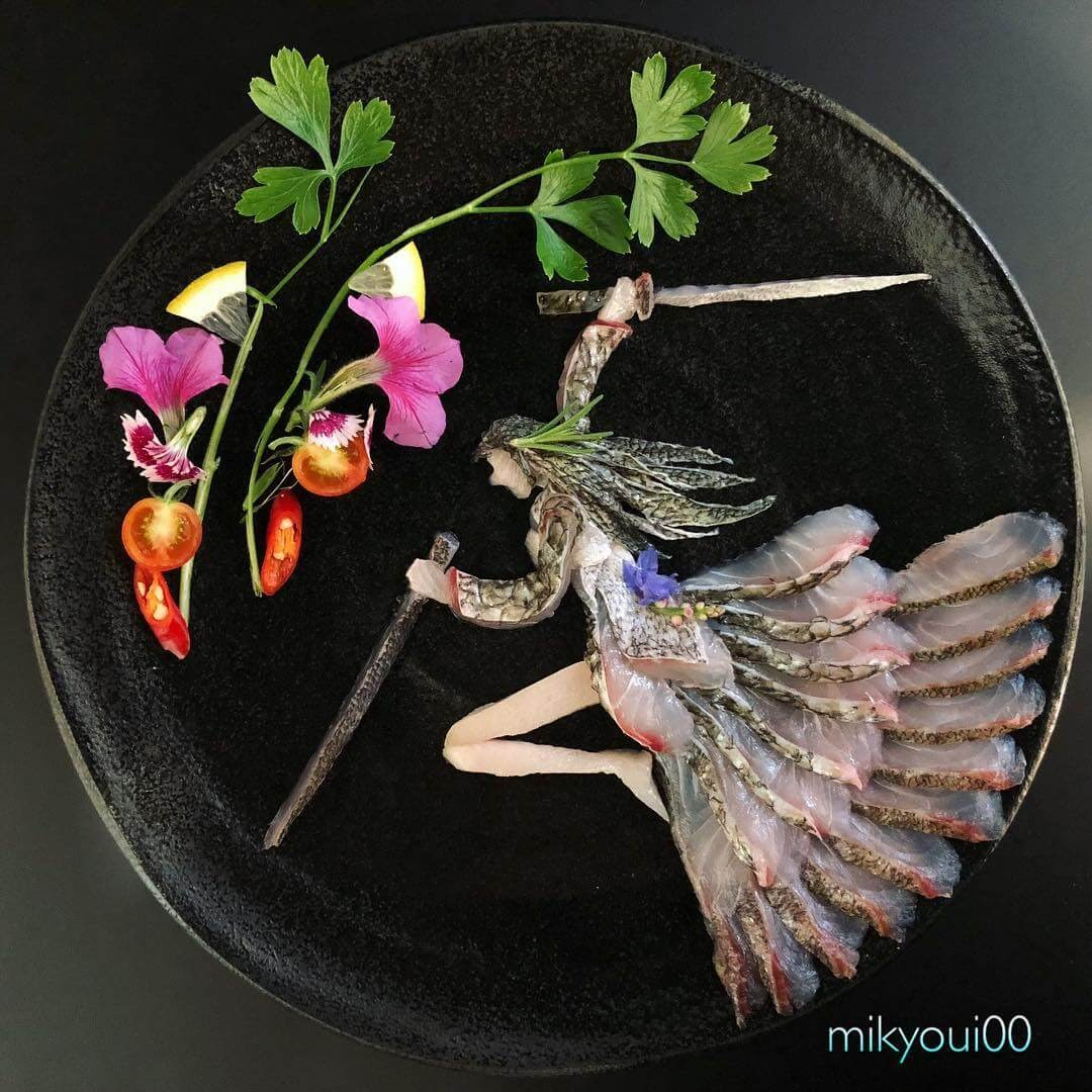 01-Sword-s-Woman-Mikyou-Sashimi-Art-in-Fish-Food-Art-www-designstack-co