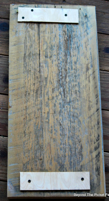 old wood, splitting, screws, minwax, polyacrylic, free printable, valentines day,http://bec4-beyondthepicketfence.blogspot.com/2016/01/love-you-forever-easy-valentine-decor.html