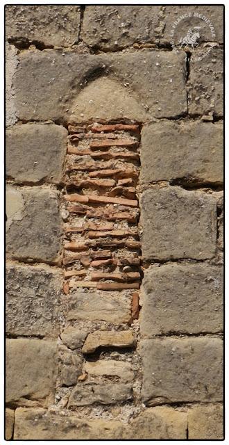SAINT-ROMAN-DE-MALEGARDE (84) - L'ancien château-fort des Templiers