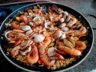 Arroz con marisco en paella