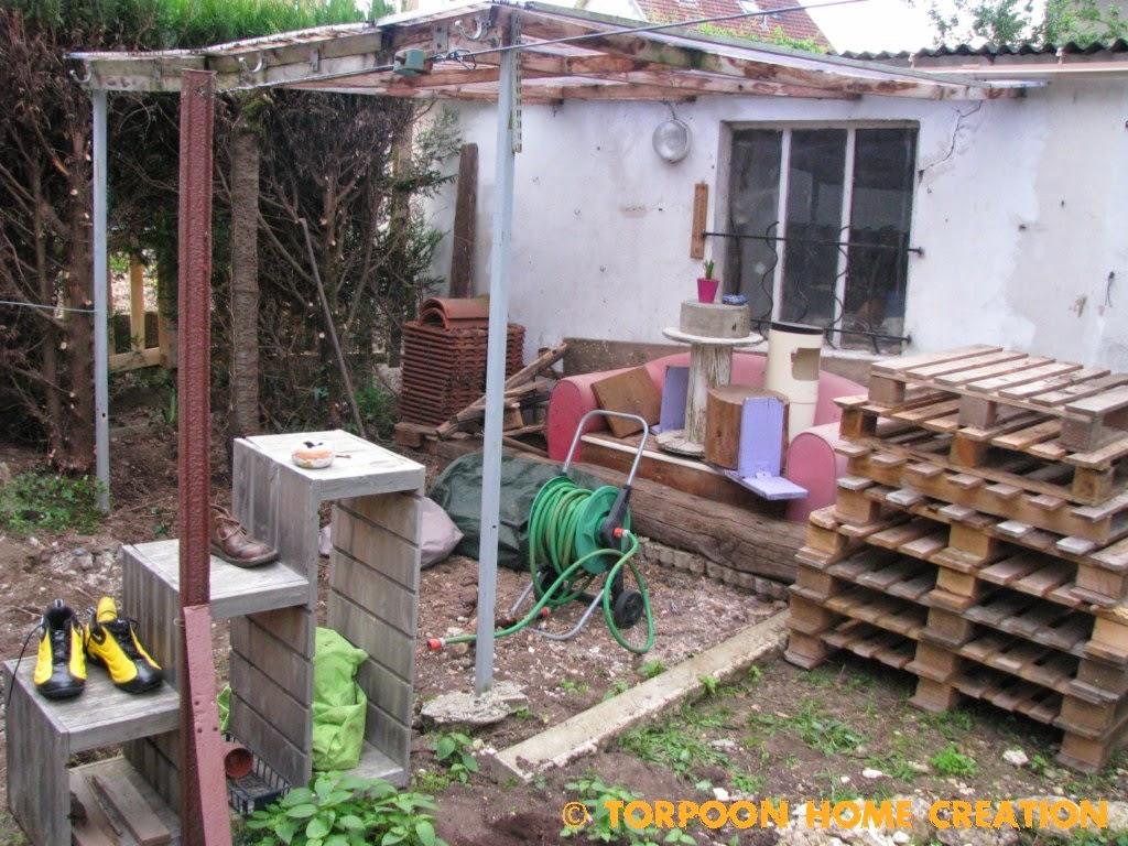 faire une terrasse en bois sur palette diverses id es de conception de patio en. Black Bedroom Furniture Sets. Home Design Ideas