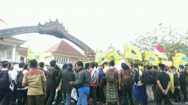Menghina Ketum PBNU, Bupati Lampung Selatan di Demo Umat Islam