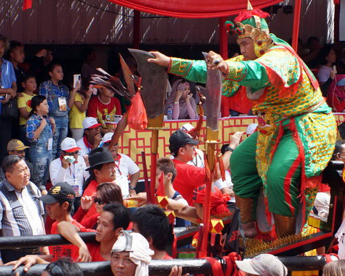 Travel.Tinuku.com Cap Go Meh fest in Singkawang present Tatung attractions integrate Chinese, Dayak and Malay culture