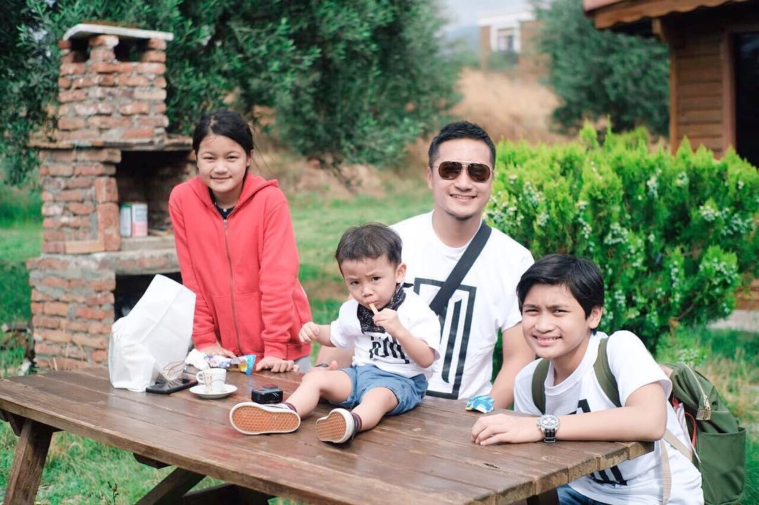 Mengapa Arie Untung Mengunggah Foto Kiai Ma'ruf Amin? Ini Penjelasannya