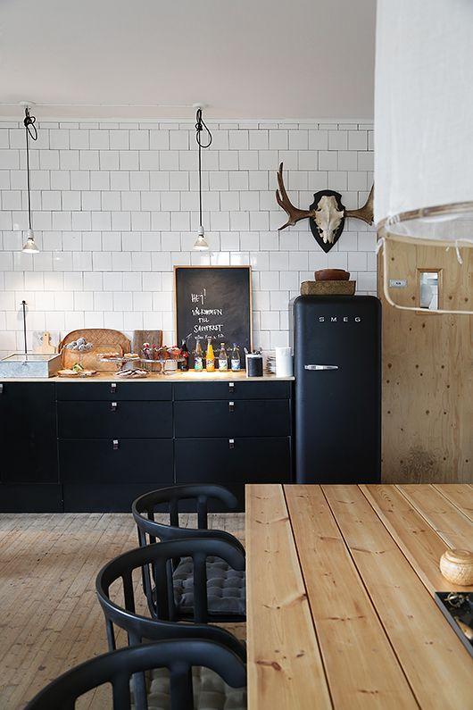 rustykalna kuchnia, drewniana podłoga