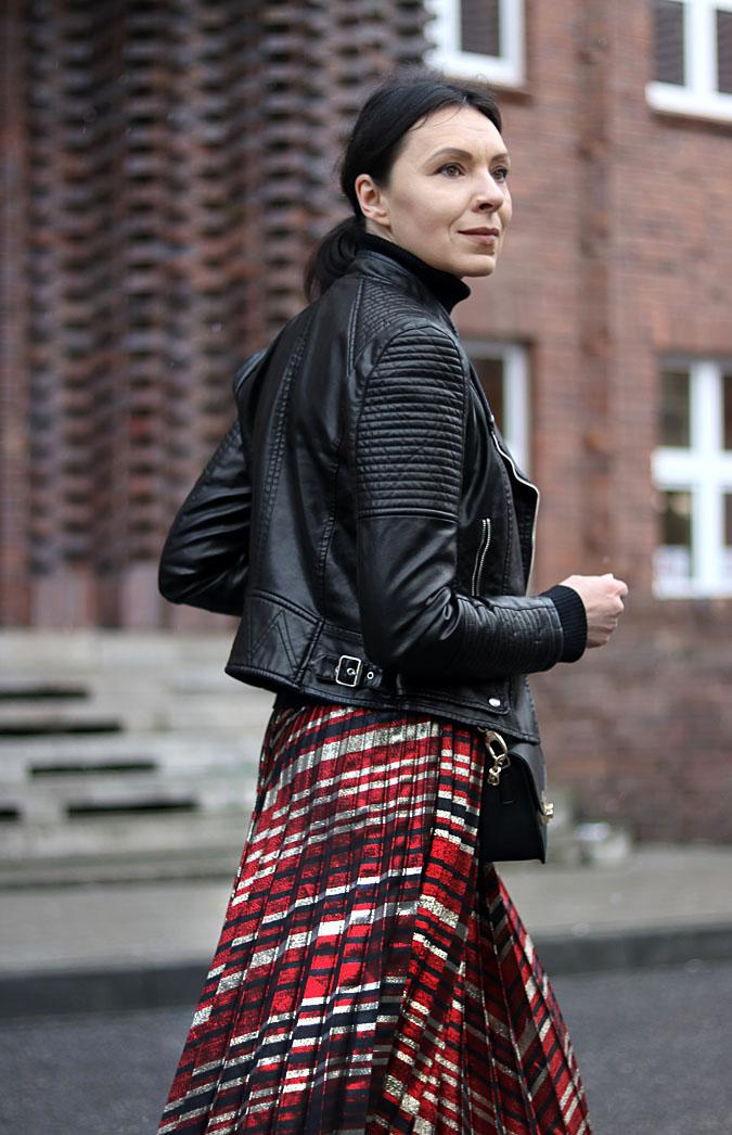 plisowana spódnica midi stylizacje
