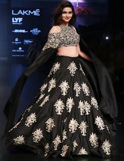 Prachi Desai In Black Lehenga Choli At Lakme Fashion Week (4)