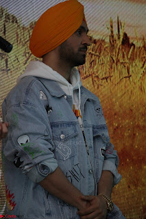 Anushka Sharma with Diljit Dosanjh at Press Meet For Their Movie Phillauri 060.JPG