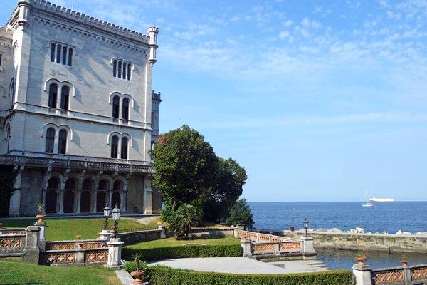 italie trieste castello miramare
