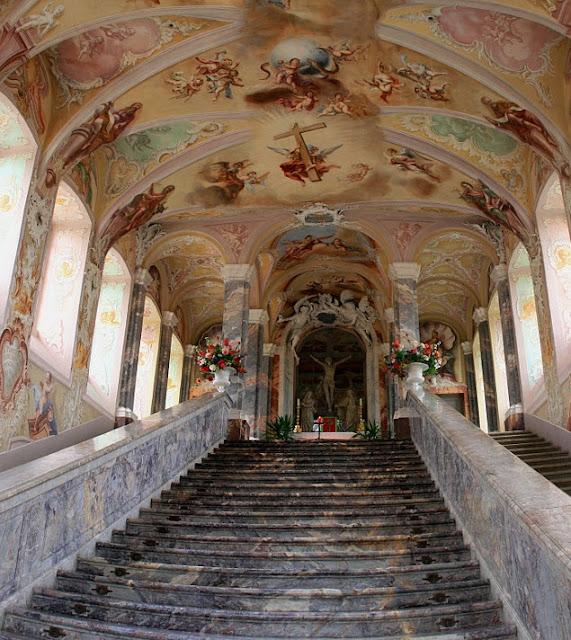 Αντίγραφο της Αγίας Σκάλας της Ρώμης στο Kreuzbergkirche, Βόννη, Γερμανία.