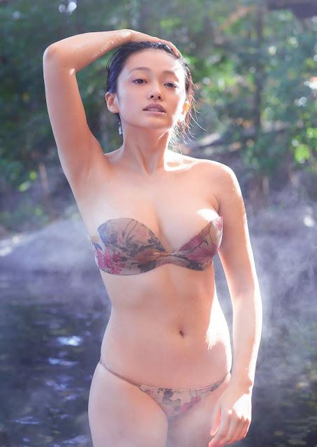 山地まり Mari Yamachi Weekly Playboy Feb 2016 Images 3