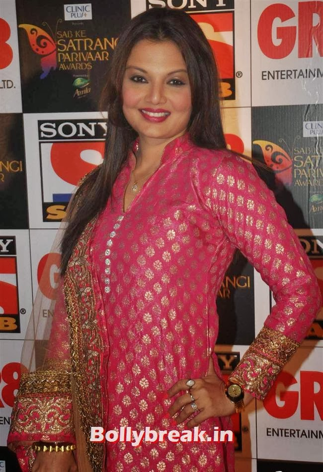 Deepshikha, Evelyn, Raveena & Tv Babes at Sab Ke Satrangi Parivaar Awards 2014
