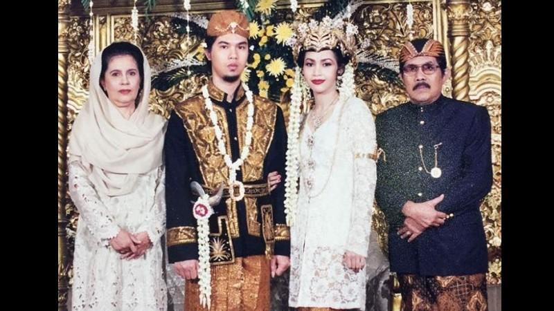 Foto pernikahan Ahmad Dhani dan Maia Estianty