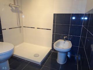 ... las instalaciones para en el hueco de la bañera colocar el plato de  ducha y un bidé como en la foto  d932baa95129
