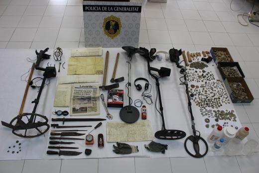 La Policía de la Generalitat interviene 1.400 piezas expoliadas en yacimientos arqueológicos de las comarcas de Los Serranos y Camp de Túria