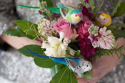 Birds-Wedding-Bouquet-flowers-pic
