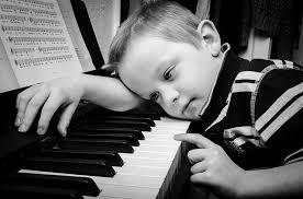 7 Alasan Kenapa Anak Tidak Boleh Menyanyikan Lagu Orang Dewasa