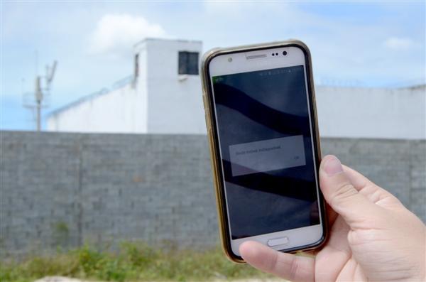 Deputado questiona Ministério da Justiça sobre falhas em bloqueadores de sinal de celulares em presídios