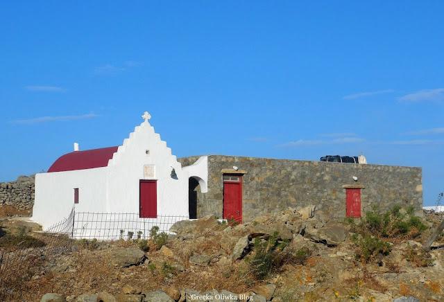 grecki kościółek z doczepioną przybudówką Mykonos Grecja