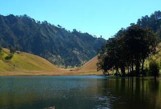 Danau Ranu Kumbolo di Jawa Timur