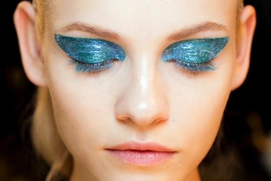 eyeshadow cat lateks: tren kecantikan teraneh 2014