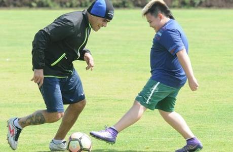 Ketika Cristian Gonzales Beraksi Jadi Pelatih Sang Putra