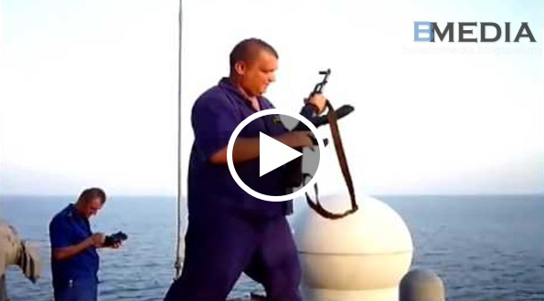 Pelanun Kat Somalia Bertemu Tentera Laut Rusia!! Mereka Angkat Bendera Menyerah Diri Pun Tak Guna Dah.. Bersedia Untuk Mati!!