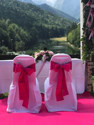 Freie Trauung mit Seeblick, Pink travel themed wedding - Reise ins Glück Hochzeitsmotto im Riessersee Hotel Garmisch-Partenkirchen, Bayern Sommerhochzeit im Seehaus in den Bergen, Hochzeitsplanerin Uschi Glas