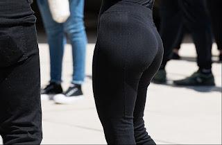 Sexy morena ropa entallada curvas sabrosas