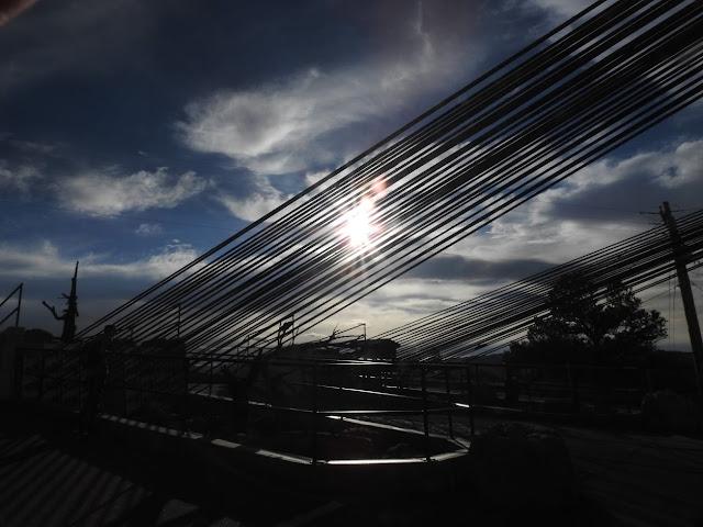 השמש מאחורי הגשר