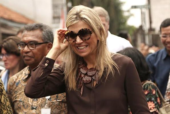 Queen Maxima wears Mille Collines Maaike Maxi Skirt, and wore salvatore ferragamo jelly flat shoes, monies jewelry bracelet