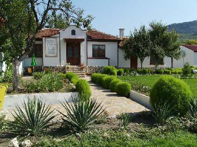 KUMANOVI HOUSES MADARA