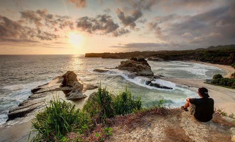 objek wisata Pantai klayar pacitan