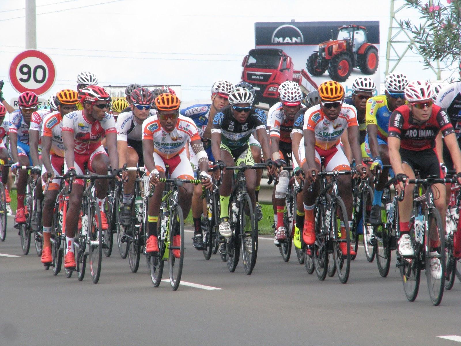 Le relais 39 39 ultramarin 39 39 2016 66 me tour cycliste de for La 9eme porte