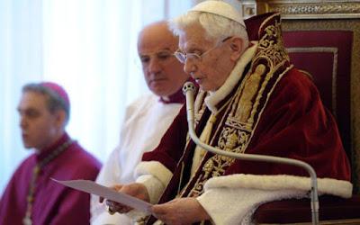 """Đức Bênêđíctô XVI: Thiên Chúa bị """"che khuất"""" khỏi phụng vụ đã dẫn đến cuộc khủng hoảng trong Giáo hội"""
