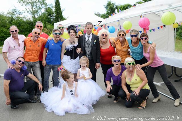 photos de groupes fun les serveurs et les mariés