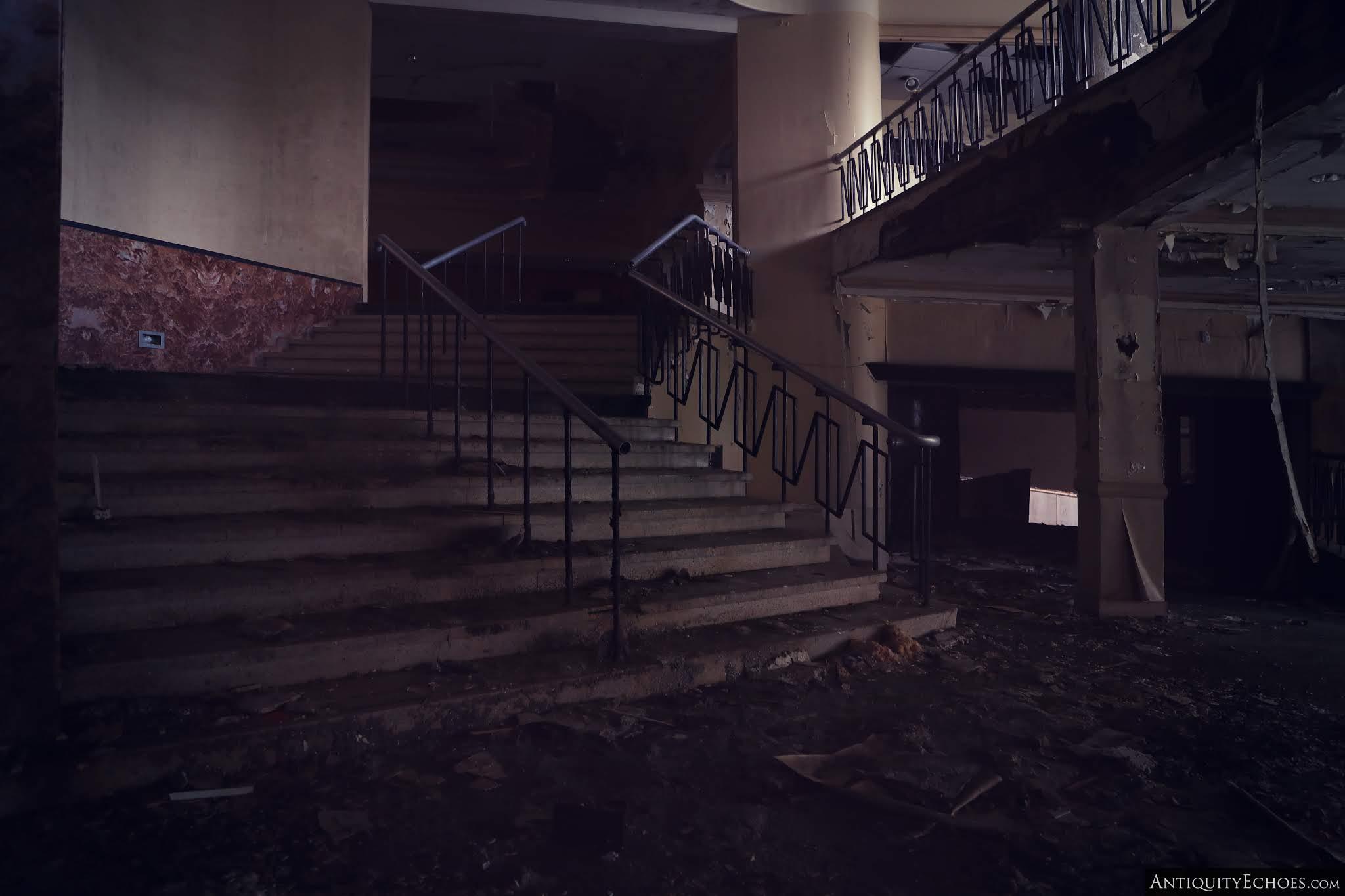 Nevele Grande - Enshadowed Lobby Stairs