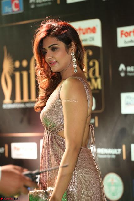 Telugu Actress Aarthi in Deep Neck Backless Golden Gown at IIFA Utsavam Awards 2017 Exclusive 01.JPG