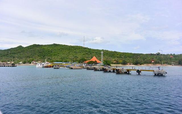 Pelabuhan Karimunjawa diabadikan dari atas kapal ASDP Siginjai