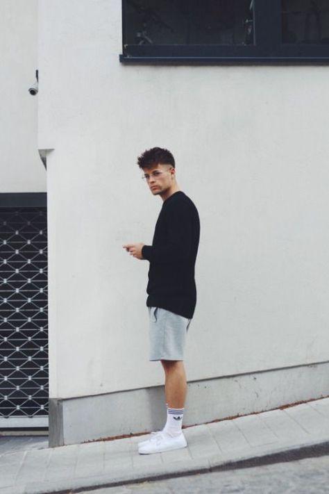 Look masculino com meias adidas cano longo