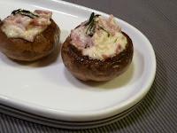 Ciupercute cu sos de smantana si sunca presata