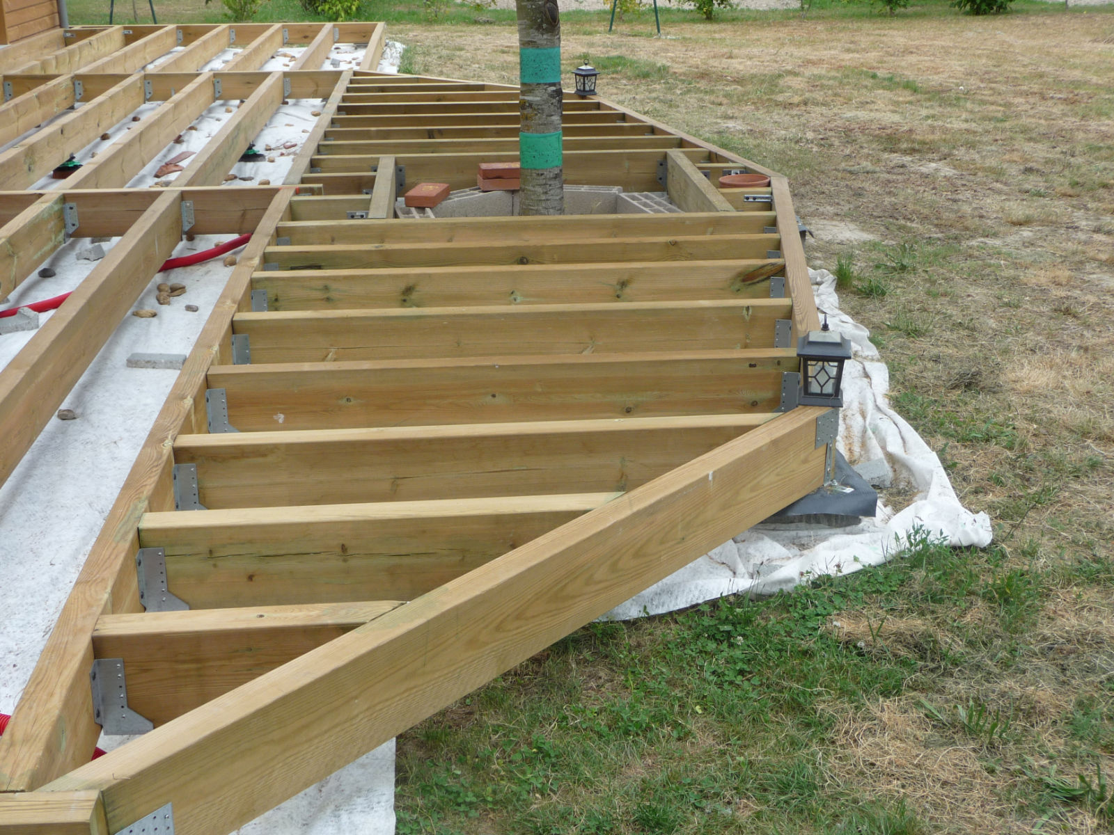 assemblage de l 39 ossature porteuse construire sa terrasse. Black Bedroom Furniture Sets. Home Design Ideas