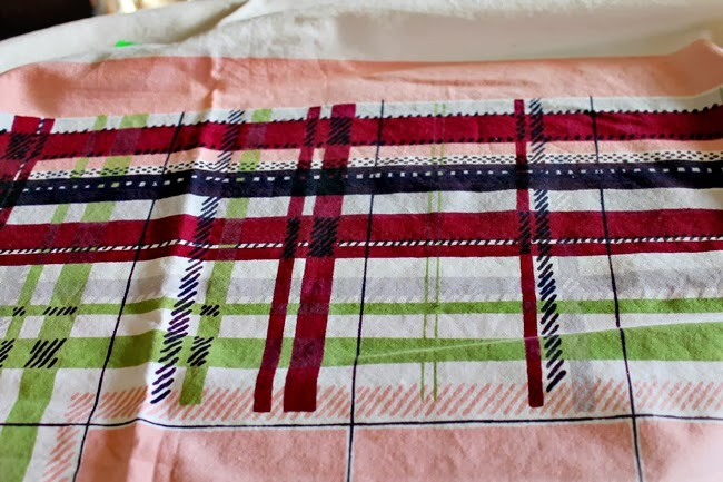 vintage 1940s 50s table cloth burgundy green pink plaid